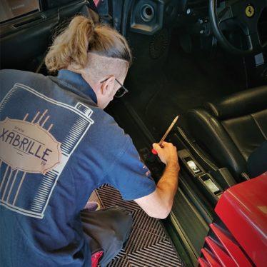 Nettoyage interieur Ferrari Testarossa-min
